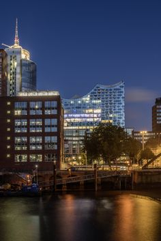 Elbphilharmonie Hamburg zur blauen Stunde | Bildschönes Hamburg