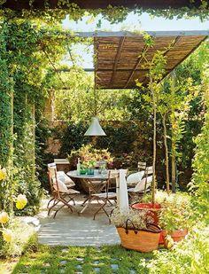 Comedores de verano en porches, jardines, terrazas. Ideas decorativas para aprovechar el aire libre