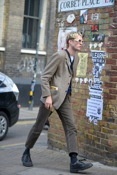 The Best Street Style From London's Spring 2020 Menswear Shows - Men's style, accessories, mens fashion trends 2020 Swag Style, Style Casual, Casual Street Style, Casual Outfits, High Street Fashion, Fashion 2020, Mens Fashion, Fashion Trends, Style Hipster