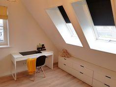 Dakraambekleding, Rolgordijnen voor dakramen van Fakro of Velux Corner Desk, Cabinet, Furniture, Home Decor, Corner Table, Clothes Stand, Closet, Interior Design, Home Interior Design