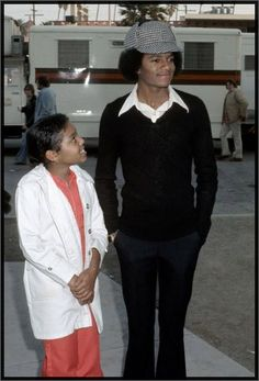 Michael Jackson and Janet Jackson at rehearsals for the 1977 American Music Awards. Janet Jackson, The Jackson Five, Michael Jackson Smile, Jackson Family, Saint Yves, Paris Jackson, American Music Awards, American Singers, American History