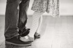 Αυτό που πρέπει να κάνεις για να κρατήσεις «ζωντανό» το ενδιαφέρον του είναι να είσαι εσύ... Father Daughter Relationship, Dad Daughter, Daughters, Old Wedding Photos, Wedding Pictures, Wedding Ideas, Letter To My Dad, Dance With My Father, Kind Und Kegel