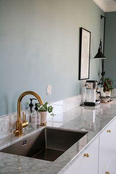 Köksrenoveringen | Tandläkarvillan Kitchen Redo, Kitchen Living, Kitchen Styling, New Kitchen, Kitchen Interior, Kitchen Design, Beautiful Interior Design, Interior Design Inspiration, Modern Interior