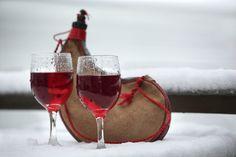 """""""Para no sentir el horrible peso del tiempo sobre sus espaldas, hay que embriagarse sin tregua. De vino, de poesía o de virtud, a vuestra elección. Pero embriáguese."""" Baudelaire"""
