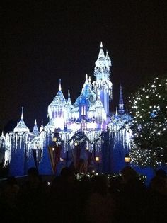 Great Disneyland tips and info. Just in case we ever get to go Disneyland Tickets, Disneyland Vacation, Disneyland Tips, Disney Tips, Disney World Vacation, Disneyland Paris, Disney Vacations, Dream Vacations, Oh The Places You'll Go