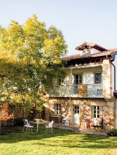 exterior de una casa rustica en cantabria