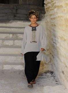 http://www.amalthee-creations.com/ loosefit linen outfit with ethnic beads necklace