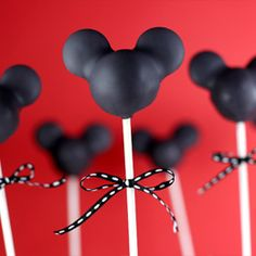 Mickey Mouse Silhouette Cake Pops by Bakerella Mickey Cake Pops, Mickey Cakes, Mickey Mouse Cake, Mickey Mouse Parties, Mickey Party, Minnie Cake, Disney Parties, Kid Parties, Mickey Mouse Silhouette