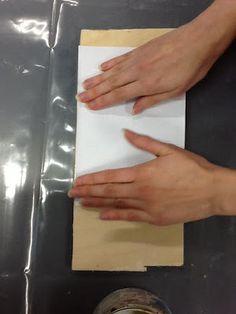 KUVANSIIRTO PUULLE | HELSINGIN NORMAALILYSEON KÄSITYÖTAIVAS/CRAFTHEAVEN Plastic Cutting Board, Arts And Crafts, Drawings, Craft Ideas, Decor Ideas, Prints, Handmade, Diy, Green