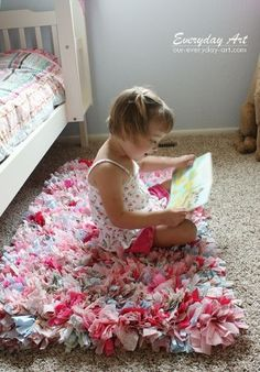 How to make a rag rug! Super easy technique ~~ easy to personalize & super cute for kids rooms and bathrooms. Great idea for Christmas gift for my kids!!! :-)