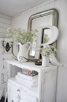 Decor: white shabby chic cabinet