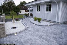 Dyi Landscaping Ideas, Driveway Landscaping, Outdoor Landscaping, Home Garden Design, Patio Design, Backyard Projects, Backyard Patio, Front Yard Walkway, Outdoor Paving