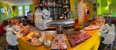 """Da unsere Ghostbusters – reloaded – Die 80er Party Vol. 5 ja leiderCorona bedingt ausfallen  muss, hier ein kleiner, aber umso leckerer Ersatz.  Halloween-Brunch-Buffet  15 € pro Person  Brot & Brötchen, Aufschnitt, Lachs – und Schinkenplatte, Käseplatte, Marmelade & Honig,  Joghurt & Müsli, Frisches Obst, und einiges """"gruseliges"""" mehr, …    Kaffee Flatrate!!!    Anmeldung erforderlich.     Wir achten Restaurant Bar, Brunch Buffet, Halloween, Hams, Marmalade, Honey, Kaffee, Cold Cuts, Fresh Fruit"""