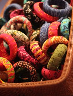 Fabric Bangles Silk Thread Bangles Design, Thread Jewellery, Fabric Jewelry, Bangles Making, Handmade Jewelry Designs, Diy Fashion, Trendy Fashion, Jewelry Crafts, Diy Clothes