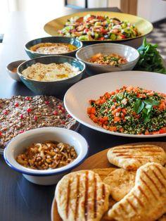 Tafelklap over de Libanese keuken + nieuwe datum! | Avocado van de Duivel Lebanese Cuisine, Lebanese Recipes, Party Co, Finger Foods, Spreads, Hummus, New Recipes, Tapas, Catering