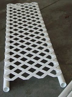 Lattice and cheap PVC pipe from the hardware store - would work for displaying s. - Lattice and cheap PVC pipe from the hardware store – would work for displaying so many different - Garden Crafts, Garden Art, Garden Design, Landscape Design, Diy Garden Projects, Easy Projects, Project Ideas, Diy Trellis, Garden Trellis