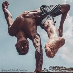 Love this photo. Photo credit to @oliveoates  #circusartistcirque #calisthenics #yogainspiration #armbalance #gymnastics #gymnasticshoutouts #beastmode #yoga #inversions #myyogalife #handbalancing #flexibility #contortion #flexible #circusmotivation #circusaroundtheworld #fitness #bodyweight #fitman #ridiculouslifestyle #instagram #instafitness #beastmode #barstarzz #beastmode #nature #lifestyle #instagram #onearmhandstand #bosuball #pilates #fitman #handbalance #flexibility