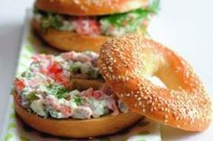 Salmon Spread, What To Cook, Bon Appetit, Bagel, Yummy Food, Delicious Meals, Healthy Living, Food And Drink, Appetizers