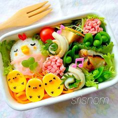 i always wonder how people have the time to make awesome bento for lunch. Kawaii Bento, Cute Bento, Food Art Bento, Bento Kids, Japanese Food Art, Kawaii Cooking, Bento Recipes, Food Decoration, Food Humor