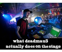 What Deadmau5 Does on Stage
