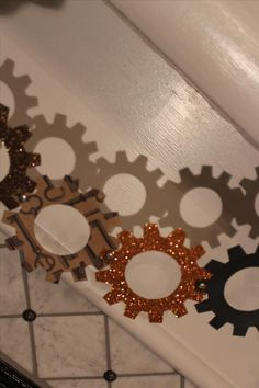 Steampunk Your Halloween Decorations with These DIY Interlocking Paper Gears « Steampunk R&D :: WonderHowTo Steampunk Theme, Steampunk Halloween, Steampunk Circus, Diy Halloween Decorations, Birthday Party Decorations, Grad Parties, Birthday Parties, Mary Birthday, Paper Chains
