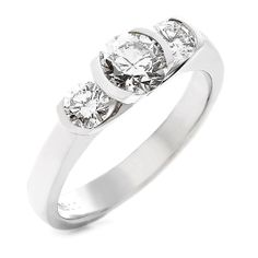 18 CARAT WHITE GOLD AND DIAMOND RING