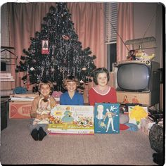 Kids posing in front of Christmas tree and opened presents Cute Christmas Tree, What Is Christmas, Christmas Past, Retro Christmas, Christmas Morning, Christmas Holidays, Christmas Gifts, Christmas Trends, Elegant Christmas