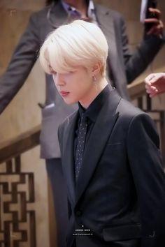 I, prince jimin, comand u to find my long lost jams Park Ji Min, Bts Jimin, Bts Bangtan Boy, Taehyung, Namjoon, Foto Bts, Bts New, Park Jimin Cute, Les Bts