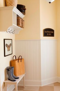 mudroom pet ideas #MudroomIdeas #MudroomDecor #BestMudroomIdeas #LundryMudroomIdeas #EntrywayMudroomIdeas #laundryroomgoals