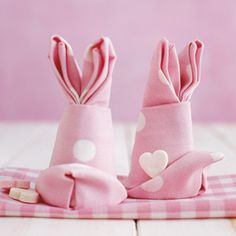 living at home - easter - bunny napkins Happy Easter, Easter Bunny, Easter Eggs, Bugs Bunny, Easter Table Decorations, Easter Decor, Napkin Folding, Napkin Origami, About Easter