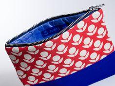 Amalia Tulip - designer Schminktasche in blau mit Tulpen Motiv; noch 4 Exemplare auf Lager