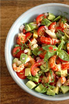 Salsa tomate cerise, avocat, écrevisse, oignon rouge, basilic: