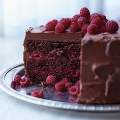 Chocolate-Raspberry Cake---This beauty is baked with a splash of Chambord and layered with a sweet raspberry filling, both of which offer bright counterpoints to the thick layer of chocolate-cream cheese frosting and whole berries scattered on top. Chocolate Cream Cheese, Chocolate Frosting, Cake Chocolate, Chocolate Recipes, German Chocolate, Chocolate Chips, Food Cakes, Cupcake Cakes, Book Cupcakes