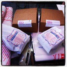 Biscottificio Innocenti, pacchetti per chi viaggia! Regali, gift, confezione, pacchetto, package, packages, bontà, biscotto, biscotti, dolce, dolci, pasticceria, goduria, cookie, cookies, forno, sweet, mignon, cioccolato, choco, chocolate, love, food, biscuit, biscuits