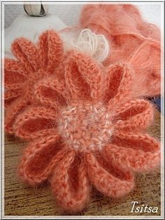 19  Pictorial tutorial (French text) for making these beautiful flowers.
