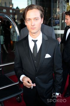 Departues for Deutscher Fernsehpreis at Dorint Hotel. - Tom Schilling