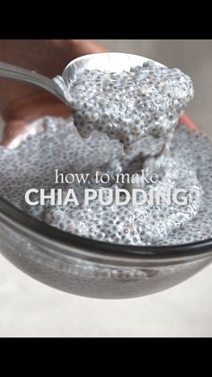 How to make Easy Chia Pudding! vegan and gluten-free. How to make easy chia pudding. This is a classic chia pudding recipe with just three ingredients. Vegan, gluten-free, healthy and easy. It's a wonderful recipe for breakfast or snack time. Healthy Meal Prep, Healthy Drinks, Healthy Eating, Healthy Yogurt, Healthy Foods, Eating Clean, Healthy Soup, How To Eat Healthy, Simple Healthy Snacks