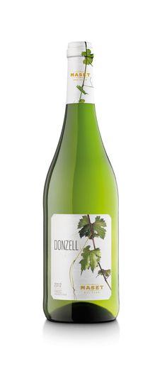 Donzell Maset del Lleó.Un buen comienzo  Es el primer vino de la cosecha de cada año. Seco, suave y fresco denota juventud a través de su ligero sabor chispeante. Con un agradable sabor afrutado es ideal para empezar en cualquier encuentro.