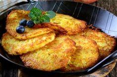 Fincsi receptek: Lereszelte az almát, majd összekeverte a liszttel,. Vegan Recipes, Cooking Recipes, Good Food, Yummy Food, Czech Recipes, Hungarian Recipes, Special Recipes, Food 52, Winter Food