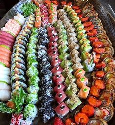 Photo by - December 11 2018 at - Foods and Inspiration - Yummy Sweet Meals - Comfort Foods Recipe Ideas - And Kitchen Motivation - Delicious Cakes - Food Addiction Pictures - Decadent Lifestyle Choices Cute Food, I Love Food, Good Food, Yummy Food, Sushi Buffet, Sushi Platter, Sushi Catering, Japanese Food Sushi, Sushi Party
