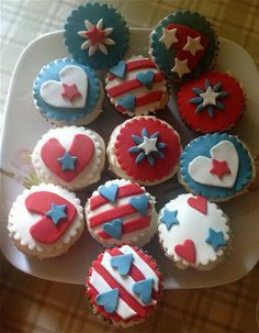 30 Spectacular Red, Blue, and White Cupcake  (4)