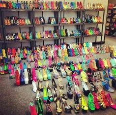 I would love for my closet to be like this lol