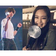 Jennie post selfie of her at bts concert with bts lightstick Bts Army Bomb, Bts Face, Jennie Kim Blackpink, Blackpink And Bts, Bts Concert, Best Friends Forever, Bts Jungkook, Baekhyun, Mochi