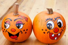 Fun DIY pumpkin decorating crafts that are carve-free (a.) to inspire ideas from Halloween through the holidays! Pumpkin Face Paint, Pumpkin Drawing, Pumpkin Art, Pumpkin Crafts, Pumpkin Eyes, Pumpkin Soup, Halloween Pumpkins, Halloween Crafts, Halloween Bedroom
