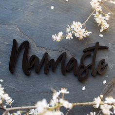 """Der 3D Schriftzug """"Namaste"""" – ein ganz individuelles Geschenk für einen besonderen Menschen in Deinem Leben, ein persönliches Dekorationsstatement oder einfach ein schöner Spruch. Sanskrit, Namaste Sign, Yoga Studio Decor, Meditation Gifts, Yoga Gifts, Special Person, Wooden Signs, Decorative Items, Unique Gifts"""