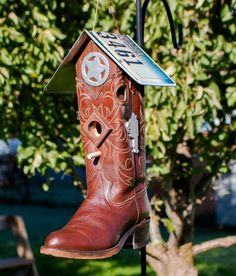 Western Cowboy Boot Bird House by OldGoatWoodCraft on Etsy Bird House Feeder, Diy Bird Feeder, Western Cowboy, Cowboy Boots, Western Theme, Cowboy Boot Crafts, Birdhouse Designs, Unique Birdhouses, Birdhouse Ideas