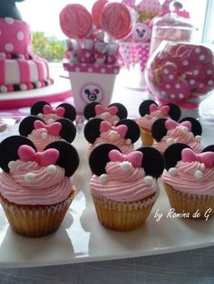 I'm going to make these for my baby girl's bday party! Minni Mouse Cake, Bolo Da Minnie Mouse, Minnie Mouse Birthday Cakes, Minnie Mouse Theme, Minnie Mouse Baby Shower, Mickey Party, Mickey Mouse Birthday, Mickey Minnie Mouse, 2nd Birthday