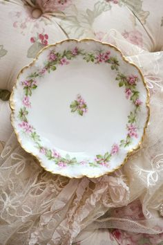 Beautiful Antique Limoges Porcelain Bowl by Jenneliserose on Etsy China Plates, Plates And Bowls, Cake Plates, Antique Dishes, Vintage Dishes, Fine Porcelain, Porcelain Ceramics, Limoges China, Haviland China
