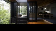 Indooropilly House - cantilevered peninsula room