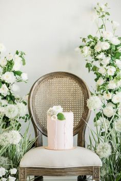 "From the editorial ""Inspiration That Embodies the Romantic Nature of Garden Weddings, With a Touch of Modern Elegance."" A minimal, modern Sift & Gather wedding cake added a dash of romantic femininity while continuing to attend to the detail of texture represented throughout the design elements. Photographer: @janetlinandersen #stylemepretty #weddingcake #moderncake #femininecake #weddingcakedesign #weddingcakeideas #weddingcakeinspo"